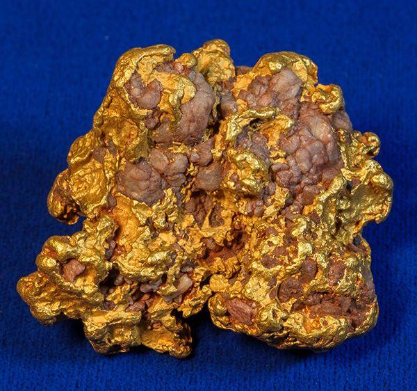 Gold and quartz specimen  (est. $7,000-$9,000).