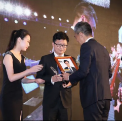 Benno Jiao, CEO, accepts award for Re-Stem