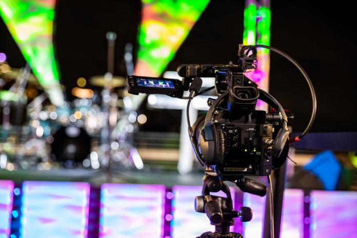 Online viewers receive high-quality A/V livestream