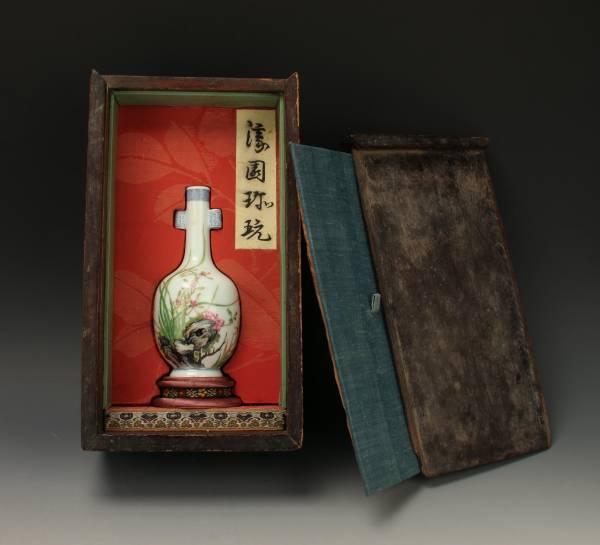Beautiful hand-painted Chinese bottle vase