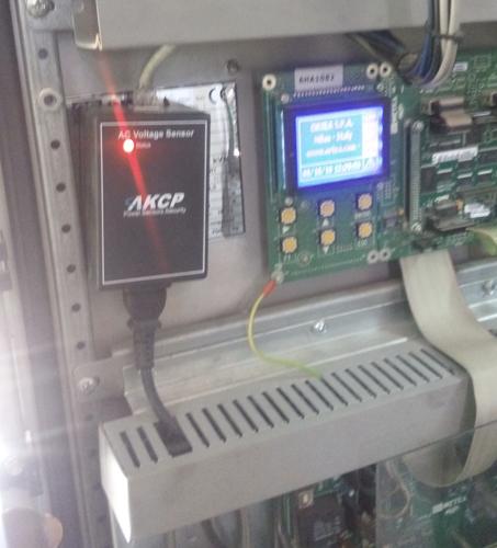 AC Voltage sensor monitoring power on/off status