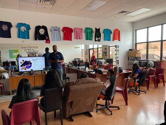 LIT Hosts a Class Seminar
